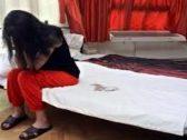 حدث في مصر.. طفلة تضبط أمها مع عشيقها داخل غرفة النوم.. ووالدتها تنتقم منها بطريقة صادمة!