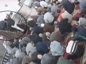 """سبب  """"غريب"""" وراء  اعتداء  مصلي على إمام مسجد في الإسكندرية  أثناء خطبة الجمعة!-فيديو"""