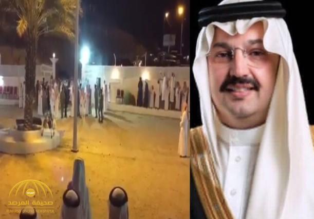 """احتفالات في عسير.. شاهد: إنقاذ رقبتين من """"القصاص"""" بعد شفاعة أمير المنطقة لدى أولياء الدم"""