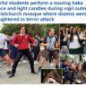 """شاهد: مئات الطلاب في نيوزيلندا ينظمون العديد من الوقفات الاحتجاجية ويرقصون """"الهاكا"""" لنعي قتلى المسجدين !"""