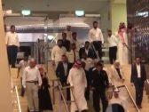 شاهد : لحظة وصول الفنان الهندي سلمان خان للظهران .. وهكذا استقبله الجمهور
