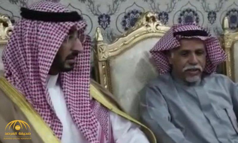 """بعد أن قتل ابن عمه.. شاهد: وزير """"الحرس الوطني"""" ينقذ رقبة """"العنزي"""" من القصاص بعد 5 سنوات في السجن"""
