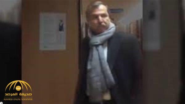 """فيديو لأول مرة من داخل المستشفى التي يعالج فيها """"بوتفليقة"""".. وهذا ما فعله شقيقه """"ناصر"""" عندما رأى الكاميرا!"""