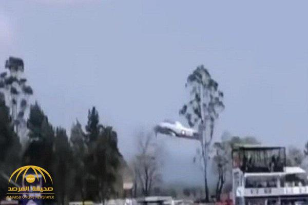 شاهد .. كاميرات الجمهور ترصد كارثة تحطم طائرة حلقت فوق رؤوسهم!