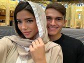 بالصور .. شاهد: لاعب نادي برشلونة مع زوجته في المسجد الكبير بالكويت