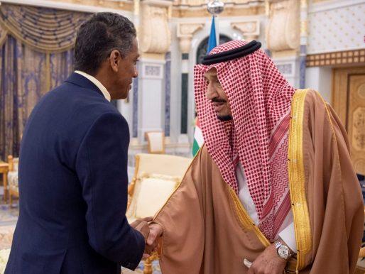 بالصور .. خادم الحرمين يستقبل رئيس جمهورية سيشل