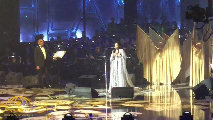 شاهد .. أحلام تحيي أول حفل غنائي لها في الرياض ..وتُفاجئ جمهورها  بهدايا غير متوقعة على مقاعدهم!