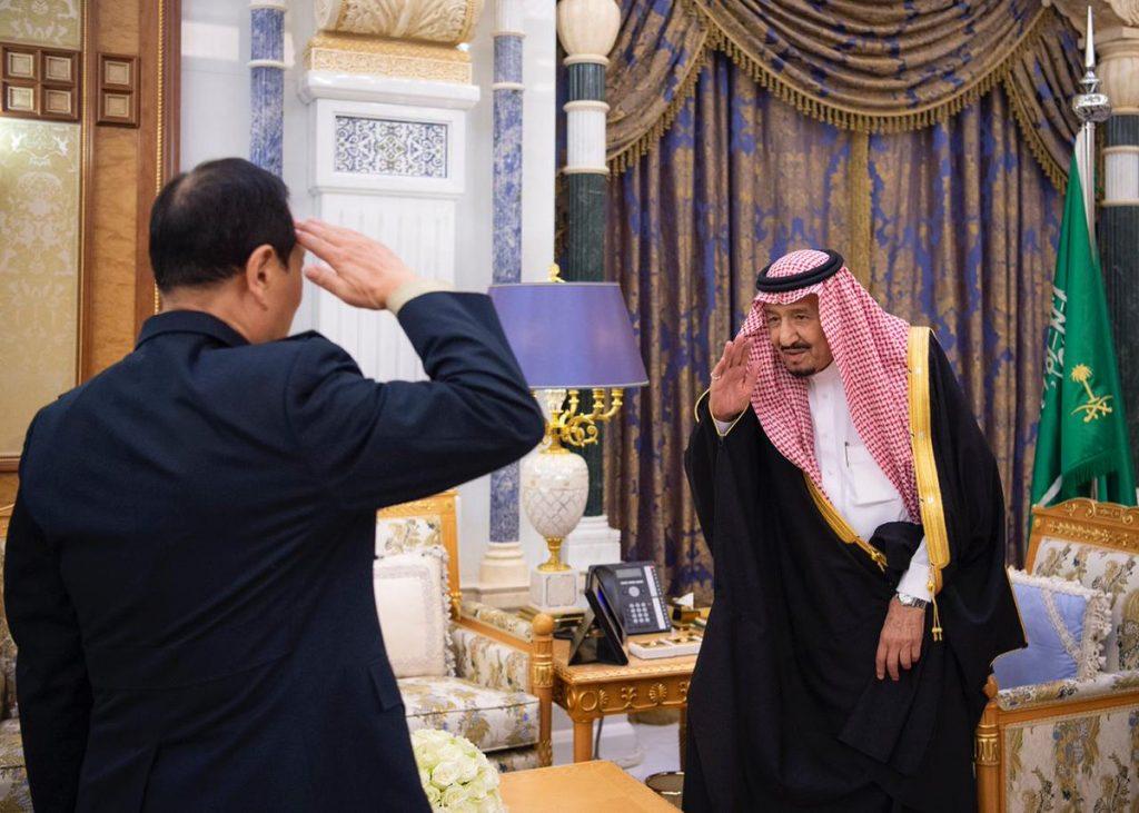 بالصور ..  خادم الحرمين يستقبل وزير الدفاع الصيني