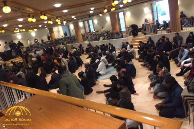 """بالفيديو : مئات المصلين يؤدون صلاة الجمعة داخل """"كنيسة مانهاتن"""" المركزية بعد واقعة إطلاق النار!"""