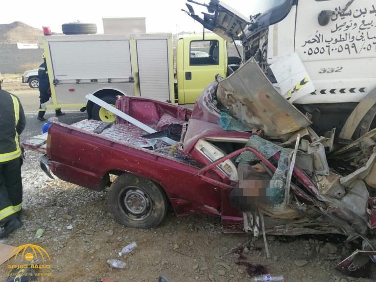 """بالصور.. حادث مروع  بـ"""" #أضم """" وفاة شخصين  وفرار الجاني!"""