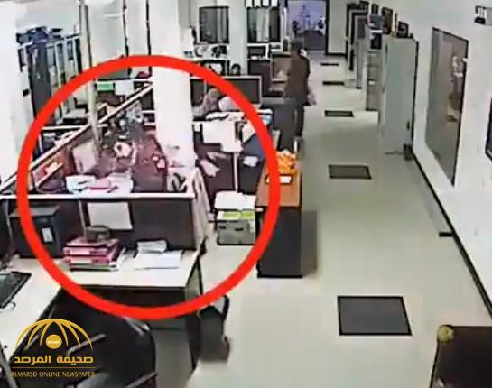 بالفيديو.. جوال ينفجر في وجه سيدة بمصر أثناء إجراءها مكالمة وهو موصل بالكهرباء