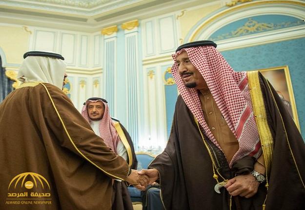 بالصور.. الملك سلمان يستقبل الأمراء والمفتي والعلماء وجمعاً من المواطنين