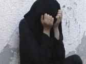 """مواطنة تروي تفاصيل صادمة: والدي يعنفني ويبهذلني ويحبسني.. ويريد أن يزوجني من """"سبعيني""""! (فيديو)"""