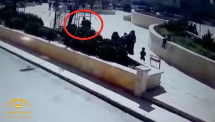 """جريمة مروعة في وضح النهار .. شاهد سوري يقتل زوجته أمام رواد حديقة عامة وسط """"عفرين"""" شمال حلب"""