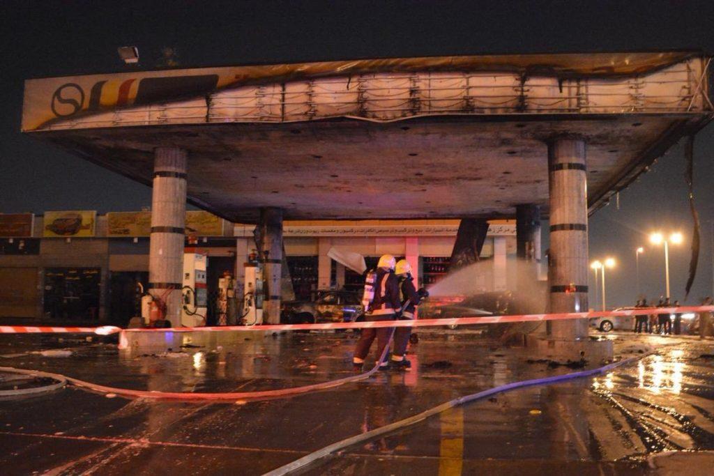 بالصور.. حريق ضخم يلتهم محطة وقود في جدة.. والسبب مفاجئ!