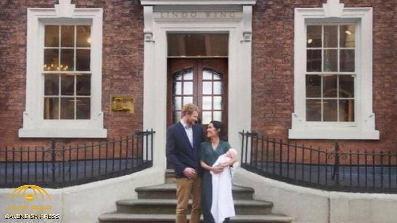 """""""هاري وميغان ومولودتهما"""" في صورة خدعت البريطانيين!"""
