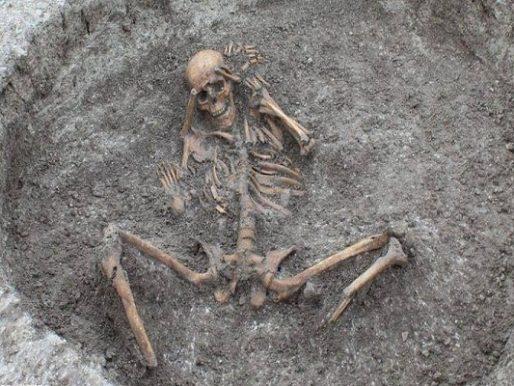 علماء يكشفون سبب وفاة هيكل عظمي مات خلال العصر الحديدي! – صور