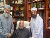 """صورة تفضح الواعظ """"يوسف القرضاوي"""" مع زعيم الجماعة المتهمة بتفجيرات سريلانكا"""