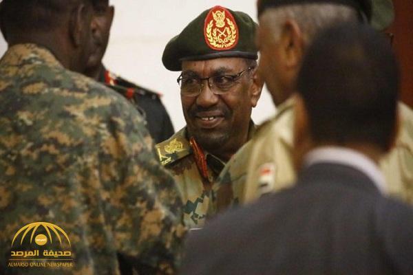 """بالفيديو: نائب رئيس المجلس العسكري السوداني .. """"البشير"""" اقترح قتل """"ثلث الشعب"""" قبل الإطاحة به!"""