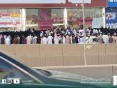"""""""التجارة"""" تغلق منشأة في الرياض شهدت زحامًا شديدًا وتدافعًا بين المتسوقين! – صور"""