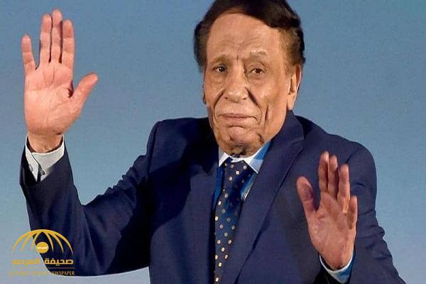 """مقربون من الفنان """"عادل إمام""""  يحسمون الجدل بشأن حالته الصحية"""