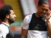 «صلاح» يسخر من زميله «فان دايك» بعدما خطف منه جائزة أفضل لاعب.. وهذا ما كتبه عنه