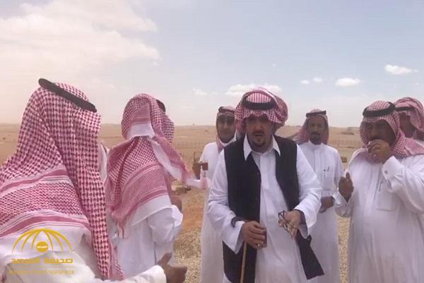 """بعد موجة الأمطار.. شاهد ..  """"عبدالعزيز بن فهد """" يتفقد مزرعته بـ""""العاذرية"""": """"لا تردون أحد من الناس"""" !"""