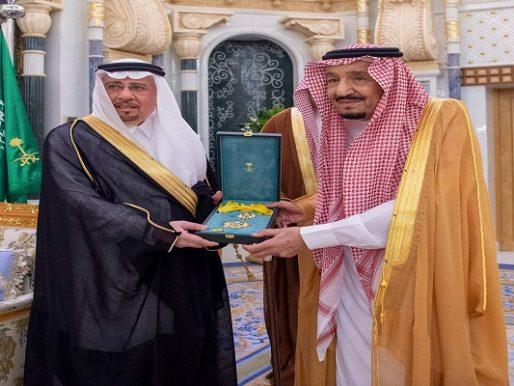 بالصور .. خادم الحرمين يكرّم الدكتور نزار مدني بوشاح الملك عبدالعزيز من الدرجة الثانية