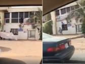 """بالفيديو.. سودانيون """"ينتقمون"""" بتمزيق صور البشير في الشوارع!"""