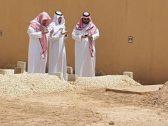 «صورة أبلغ من ألف كلمة» .. هكذا ظهر أبناء الأمير طلال بن عبد العزيز فوق قبره