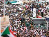 السودان.. مئات الآلاف يحتشدون حول مقر وزارة الدفاع