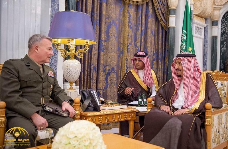 بالصور .. خادم الحرمين يستقبل قائد القيادة المركزية الأمريكية