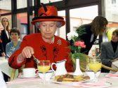 بعد بلوغها الـ 93 وتمتعها بالنضارة والصحة .. الكشف عن النظام الغذائي اليومي للملكة إليزابيث
