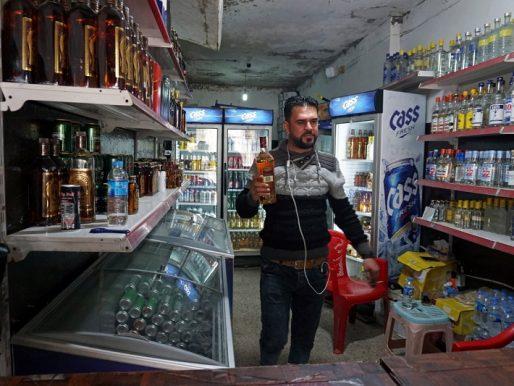 """بالصور.. العراق : عودة متاجر الخمور في الموصل بعد طرد داعش .. وأحد التجار : """" ما شاء الله كل منطقة فيها محلات"""" !"""