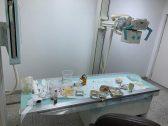 """صورة صادمة.. """"مقلقل وتميس وبراد شاي على جهاز أشعة في مستشفى بجازان.. ورد عاجل من صحة المنطقة!"""