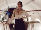 """اعترافات مضيفة طيران على متن طائرات خاصة..أسلحة وحفلات و""""جثث"""" موتى"""