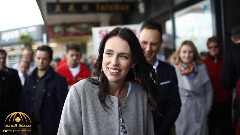 """طفلة تقدم """"رشوة"""" 5 دولارات لرئيسة وزراء نيوزيلندا لهذا السبب.. والكشف عن موقف الأخيرة!"""