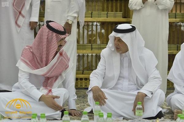 بالصور: الأمير خالد الفيصل ونائبه يشاركان رجال الأمن طعام الإفطار في المسجد الحرام