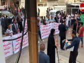 """شاهد .. عشيرة نائب برلماني عراقي تحاصر قناة فضائية في """"بغداد"""""""