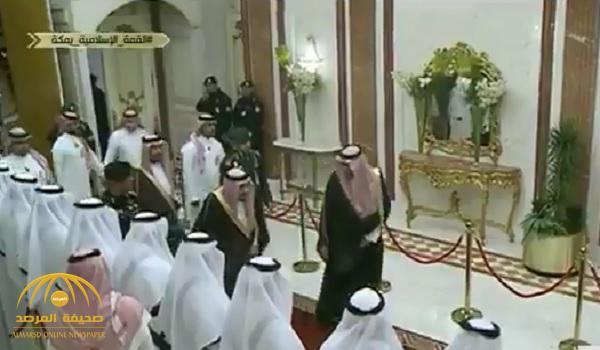 بالفيديو .. لحظة وصول خادم الحرمين إلى مقر انعقاد القمة الإسلامية في قصر الصفا