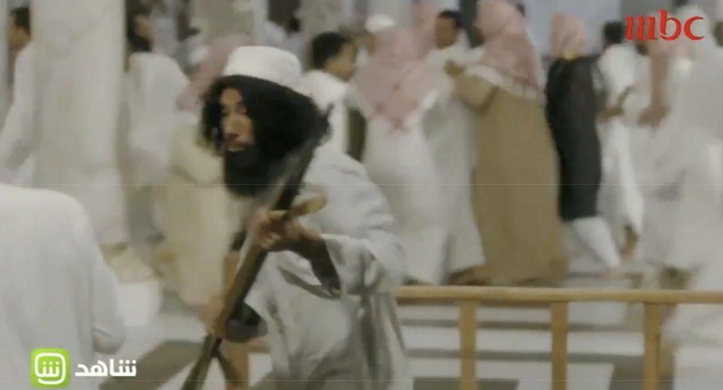 """شاهد : لحظة اقتحام """"جهيمان"""" للحرم في """" العاصوف """" وكيف خدع أحد رفاقه على أنه """"المهدي المنتظر """"!"""