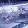 شاهد.. قائد سيارة يصدم دوريتين ويلوذ بالفرار بالداير
