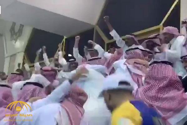 شاهد .. ردة فعل السويلم والأمير فيصل بن تركي لحظة حسم النصر بطولة الدوري
