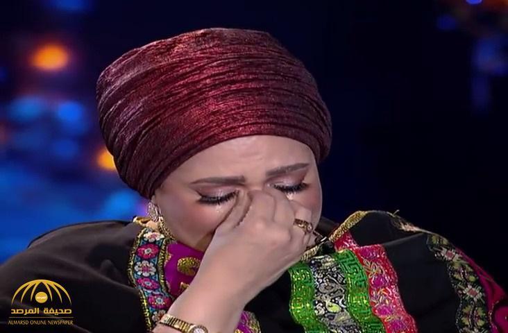 """بالفيديو : """"صورة"""" تدخل الفنانة صابرين في نوبة بكاء على الهواء .. والمذيعة تضطر لإنهاء الحلقة"""