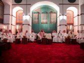 بالصور :  ولي العهد يلتقي مجموعة من المثقفين السعوديين