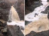 شاهد .. جريان شلالات المياه  من وسط  الجبال بعد الأمطار الغزيرة على #المدينة