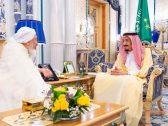 بالصور.. الملك سلمان يستقبل رئيس مجلس الإفتاء بالإمارات في قصر السلام