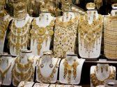 الذهب يهبط ويسجل أكبر خسارة أسبوعية في شهر