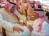 لقطة للفنان محمد عبده وهو جالس أمام خادم الحرمين تثير اهتمام مواقع التواصل