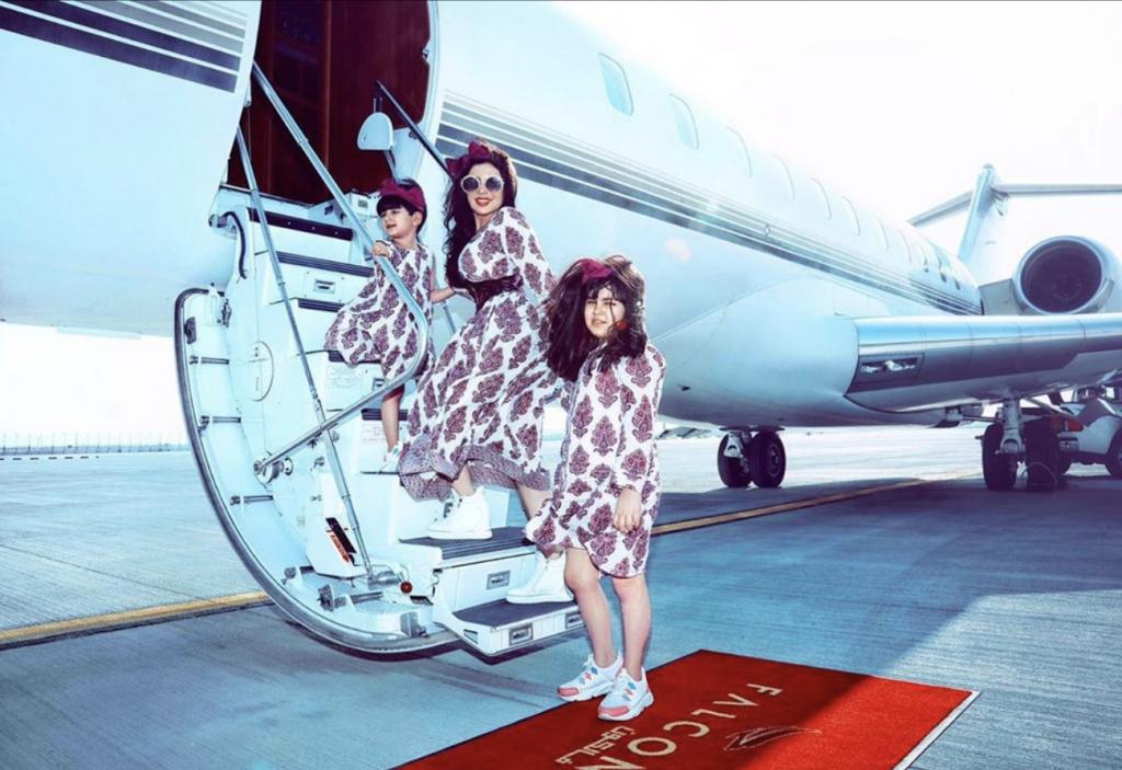 بالصور :حليمة بولند تفاجئ متابعيها بإطلالتها مع ابنتيها على طائرة خاصة.. وتكشف عن مصدر ثروتها الضخمة